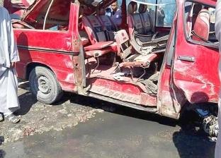 إصابة 5 أشخاص إثر انقلاب سيارة نقل على الطريق الصحراوي في البحيرة