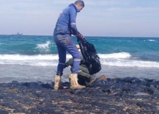بالصور  تلوث بترولي أمام أحد شواطئ رأس غارب