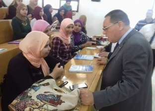 بالصور  رئيس جامعة قناة السويس يتفقد سير العملية التعليمية داخل الكليات