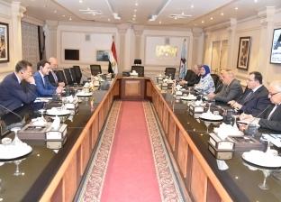 """رئيس """"العربية للتصنيع"""" يبحث مع شركة عالمية تطوير السكك الحديدية"""