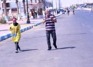 """""""جري معاها السباق""""..""""عثمان"""" يدعم ابنته المولودة دون ذراعين: محستش بتعب"""