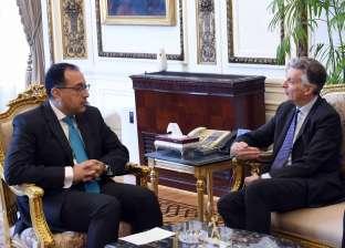 رئيس الوزراء يلتقي السفير البريطاني