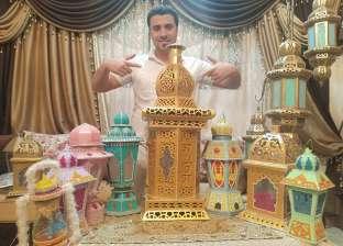 مع دخول رمضان.. «محمد» يصمم فوانيس من ورق الكارتون: بوزعها على جيراني