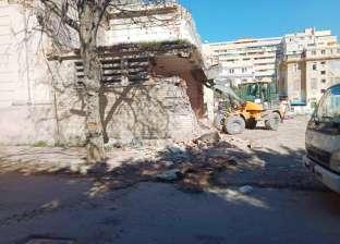 """""""آثار الإسكندرية"""" تزيل الإشغالات بمحيط المتحف اليوناني الروماني"""