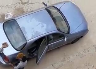 """المدرس المتهم بإجبار طلاب على غسيل سيارته: """"بدفع لهم 50 جنيه شهريا"""""""