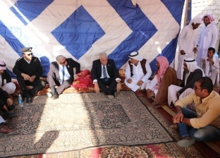 محافظ جنوب سيناء يؤدي واجب العزاء في أحد عواقل مدينة دهب