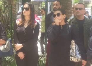 بدرية طلبة: علينا الوقوف بجانب ابن محمد شرف لاستكمال مسيرة والده