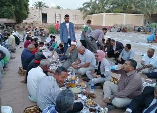 محافظ الوادى الجديد يشارك أهالي مركز بلاط إفطار رمضان