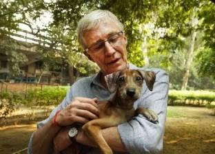 بالصور| ممثل هندي يصارع مرضا قاتلا بعد مداعبة كلاب ضالة
