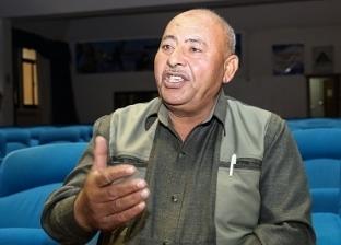 «عبدالفتاح».. بالتعليم تحول من عامل نظافة إلى مدير إدارة