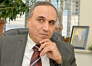 """نقيب """"الصحفيين"""" السابق يطالب باستراتيجية واضحة لتطوير العقل المصري"""