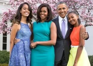 """""""قفل حب"""" باراك وميشيل أوباما على جسر الفنون في باريس"""