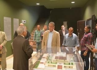 محافظ سوهاج يتفقد متحف الآثار ويؤكد: سيضع الإقليم على الخريطة السياحية