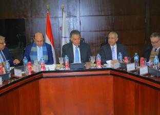 """""""عرفات"""" يجتمع مع مميش لحسم دراسة اقتصادية لتطوير الموانئ المصرية"""