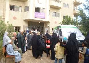 فحص 372 حالة مرضية بقرية كلاحين الحاجر في قنا