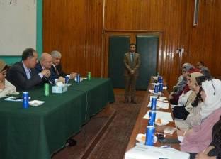 رئيس جامعة الزقازيق يكرم الطلاب المشاركين ببرنامج التدريب الطلابي