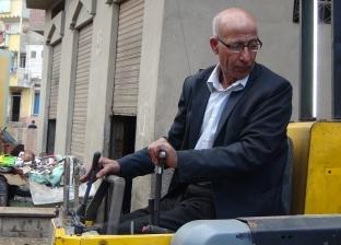 بالصور  برلماني سابق يصنع آلة لزرع أعمدة الطاقة الشمسية: مطمئن لجودتها