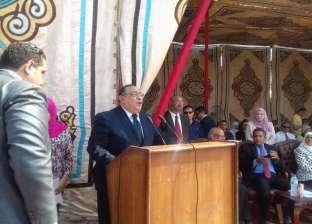 برفع أعلام الكليات ومصر.. جامعة حلوان تنظم حفل استقبال للطلاب