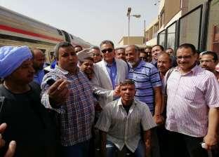 وزير النقل يعنف موظفي حجز التذاكر بمحطة الأقصر بسبب السوق السوداء