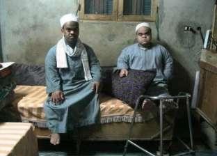 3 أقزام من أسرة واحدة يبحثون عن «حياة كريمة» فى بنى سويف