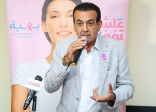 بالصور| أسامة منير في يزور مستشفى بهية لسرطان الثدي