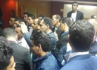"""أنصار عمرو بدر يهتفون عقب فوزه: """"عيش حرية الجزر دي مصرية"""""""
