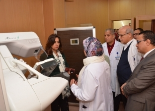 محافظ دمياط تتفقد وحدة الكشف المبكر عن أورام الثدي في المستشفى التخصصي