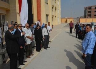 محافظ المنيا يتابع انتظام العملية التعليمية بعدد من المدارس