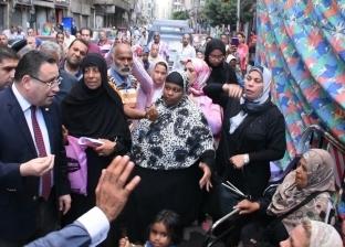 """محافظ الإسكندرية يعد الأسر المتضررة من تخريب عقارين: """"حقكم هيرجع"""""""