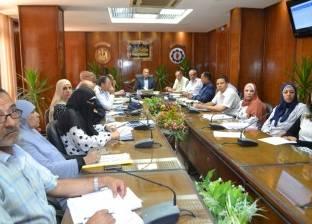محافظ السويس يطالب رؤساء الأحياء بالبدء في الخطة الاستثمارية الجديدة