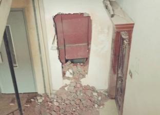 """""""أمن الغربية"""" تشق حائطا لإنقاذ مواطن محتجز في أسانسير"""