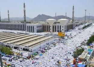 مسجد نمرة يكتسي بالبياض في يوم عرفة