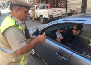 مرور الغربية توزع مطبوعات إرشادية للمواطنين بأسباب ومخاطر حوادث الطرق