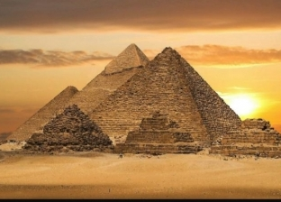 بعد واقعة تصوير فيديو إباحي بقمته.. كيف نقل القدماء حجارة الأهرامات؟