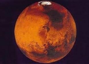 فيديو.. باحثون يرصدون توهج ضوء أخضر فوق سطح المريخ