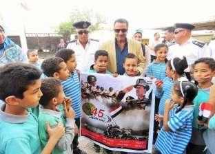 بالصور| مدير أمن الإسماعيلية يتفقد مدرستين ويلتقي الطلاب