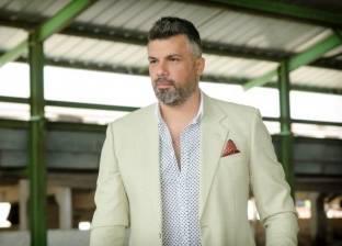 فارس كرم يعلن وفاة والده بعد صراع مع السرطان