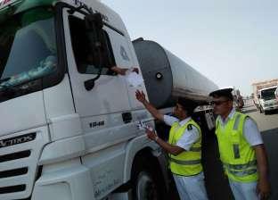 بالصور| استمرار حملات التوعية المرورية لقائدي سيارات النقل