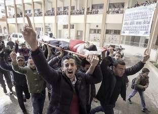 طلاب مدرسة فى غزة ينعون صديقهم الشهيد بـ«إكليل ورد»