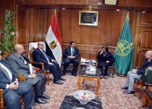 محافظ القليوبية يستقبل الأمين العام للهلال الأحمر المصري