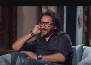 أحمد حلمي يكشف سبب منعه لأبنائه من حمل هواتف ذكية ومشاهدة التلفزيون