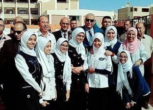 محافظ الوادي الجديد يكافئ مدرسة الشعراوي الثانوية للفتيات