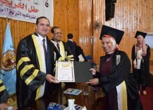 جامعة سوهاج تحتفل بتخريج الدفعة 22 من كلية الطب البشري