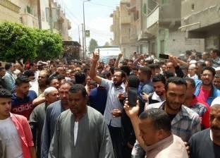 """أهالي أبو حمص يشيعون جثمان الشهيد عمرو يوسف بهتافات """"القصاص القصاص"""""""