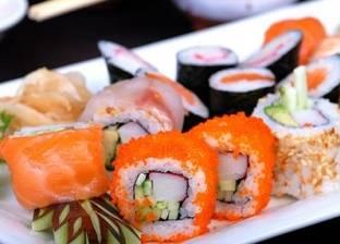 """طباخ أمريكي يستخدم الحشرات والأعشاب الضارة في صناعة """"السوشي"""""""