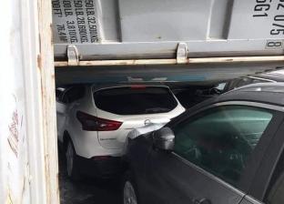 بالصور| بسبب الطقس السيئ.. سقوط حاوية على 4 سيارات في ميناء الإسكندرية