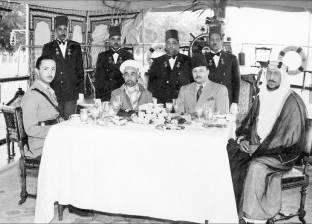 """كواليس أول قمة عربية: الملك عبدالله وقّع بـ""""الروب"""" وقلم هدية للملوك"""