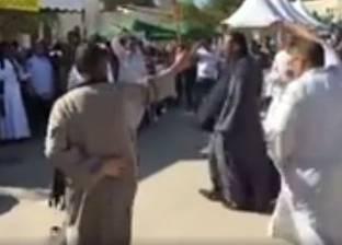 بالفيديو| على أنغام المزمار الصعيدي.. المصريون ينتخبون في عُمان