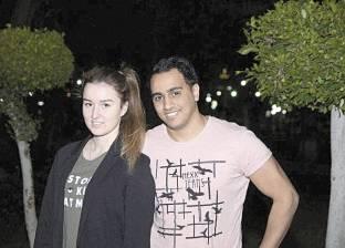«مصرى» وزوجته «روسية»: التشجيع «برّه البيت»