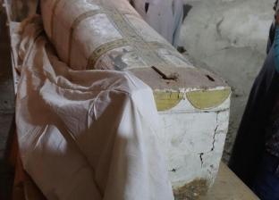 الكشف عن لوحة وتابوت من عصر الأسرة 18 بالعساسيف